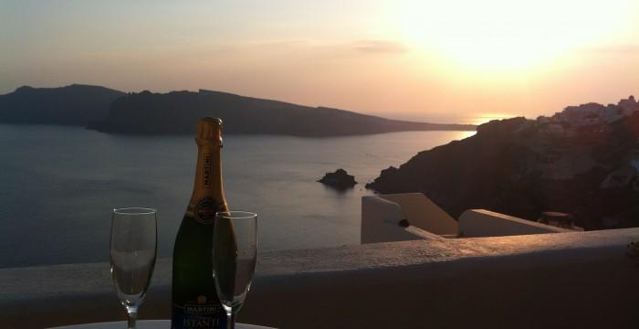 Santorini_champagne