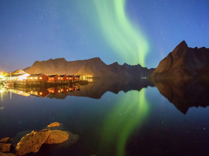 Northern-lights-Hamnoy-Lofoten-Norway