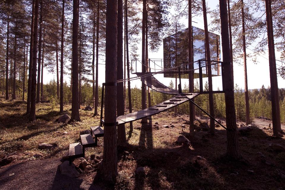 Sweden_Tree_Hotel__mirror_cube_exterior