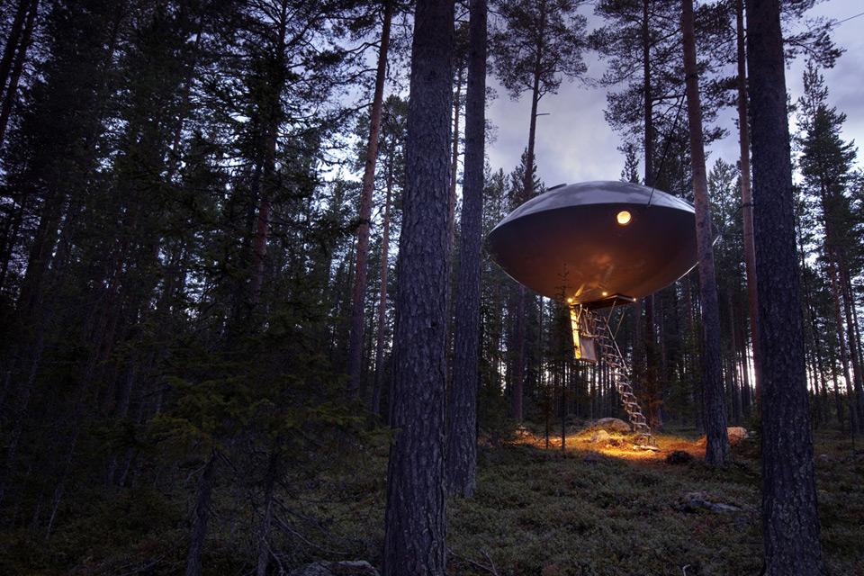 Sweden_Tree_Hotel_ufo_exterior_