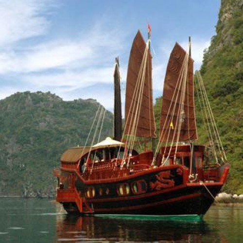 Red Dragon Junk, Vietnam