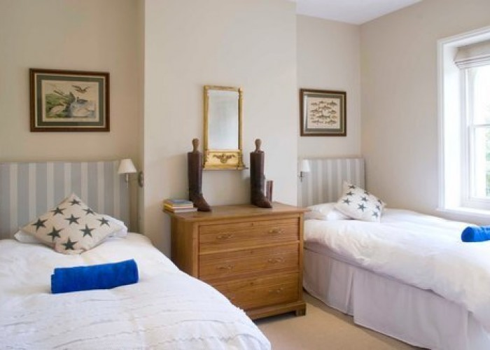 One of the twin bedroom